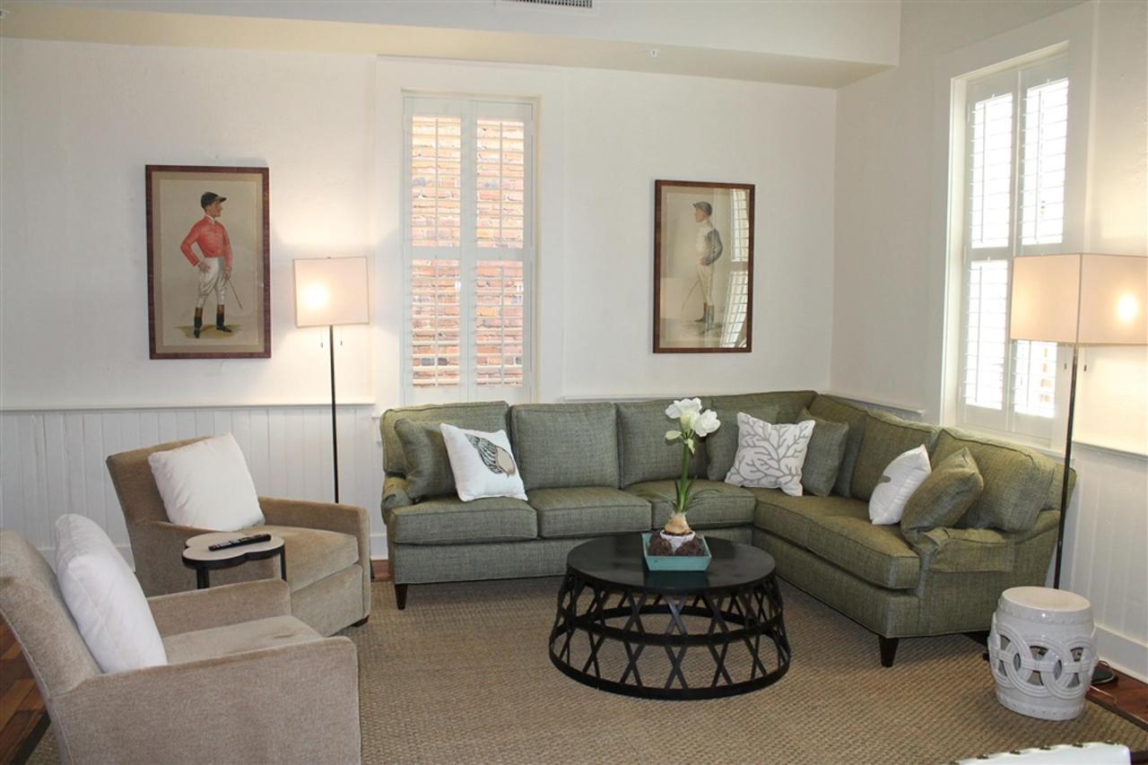grand-penthouse-living-area-1.JPG.1024x0.JPG