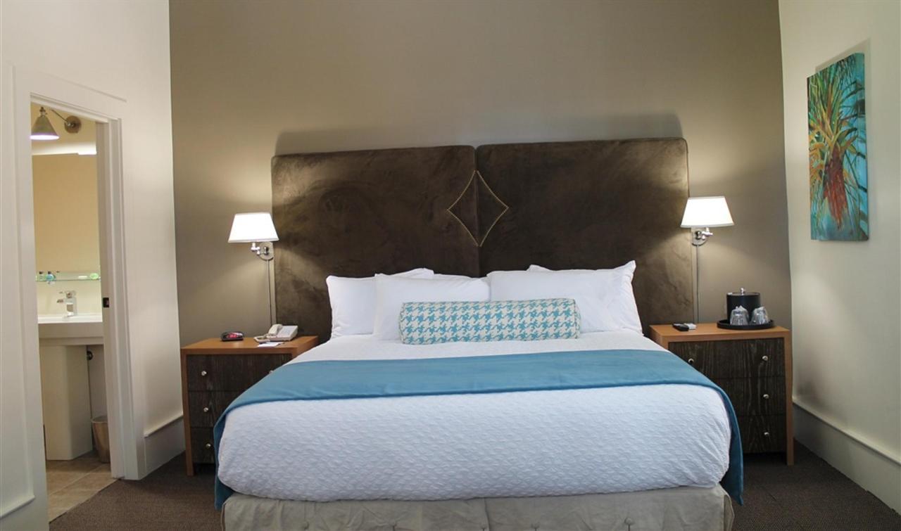 one-bedroom-king-suite-1.JPG.1024x0.JPG