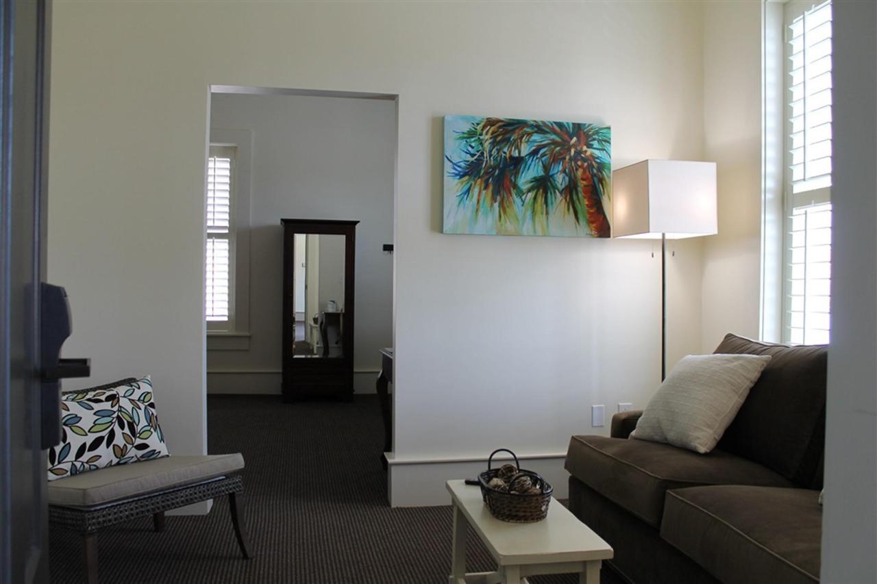 one-bedroom-king-suite-2.JPG.1024x0.JPG