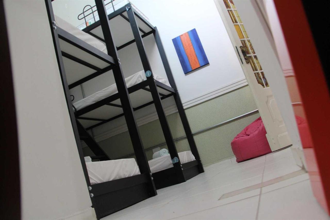 Quarto Compartilhado femenino (8 camas).jpg