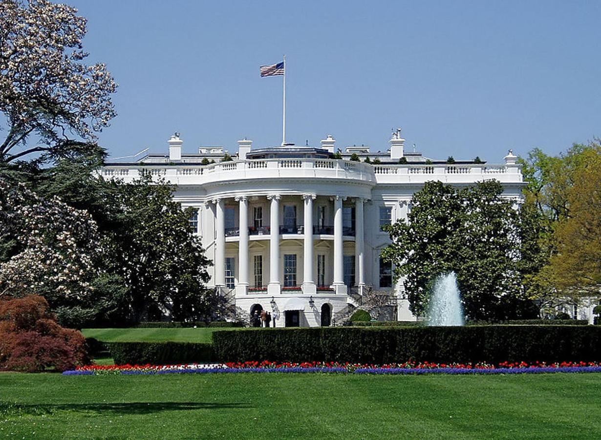 800px-whitehousesouthfacade.JPG