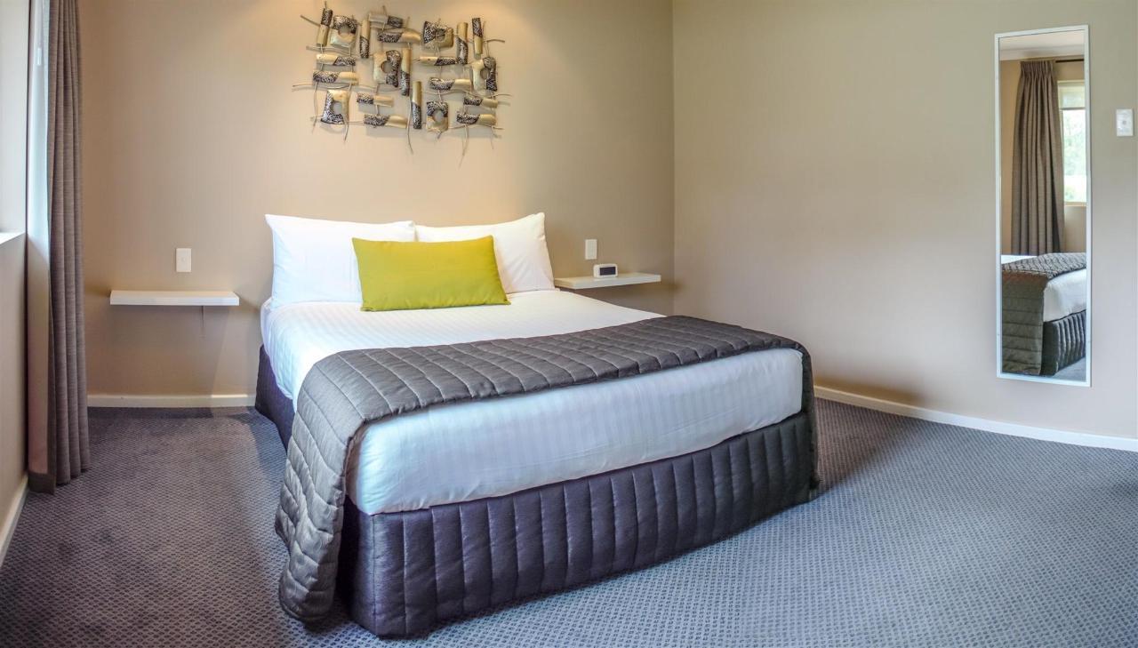 1brap-bedroom.jpg