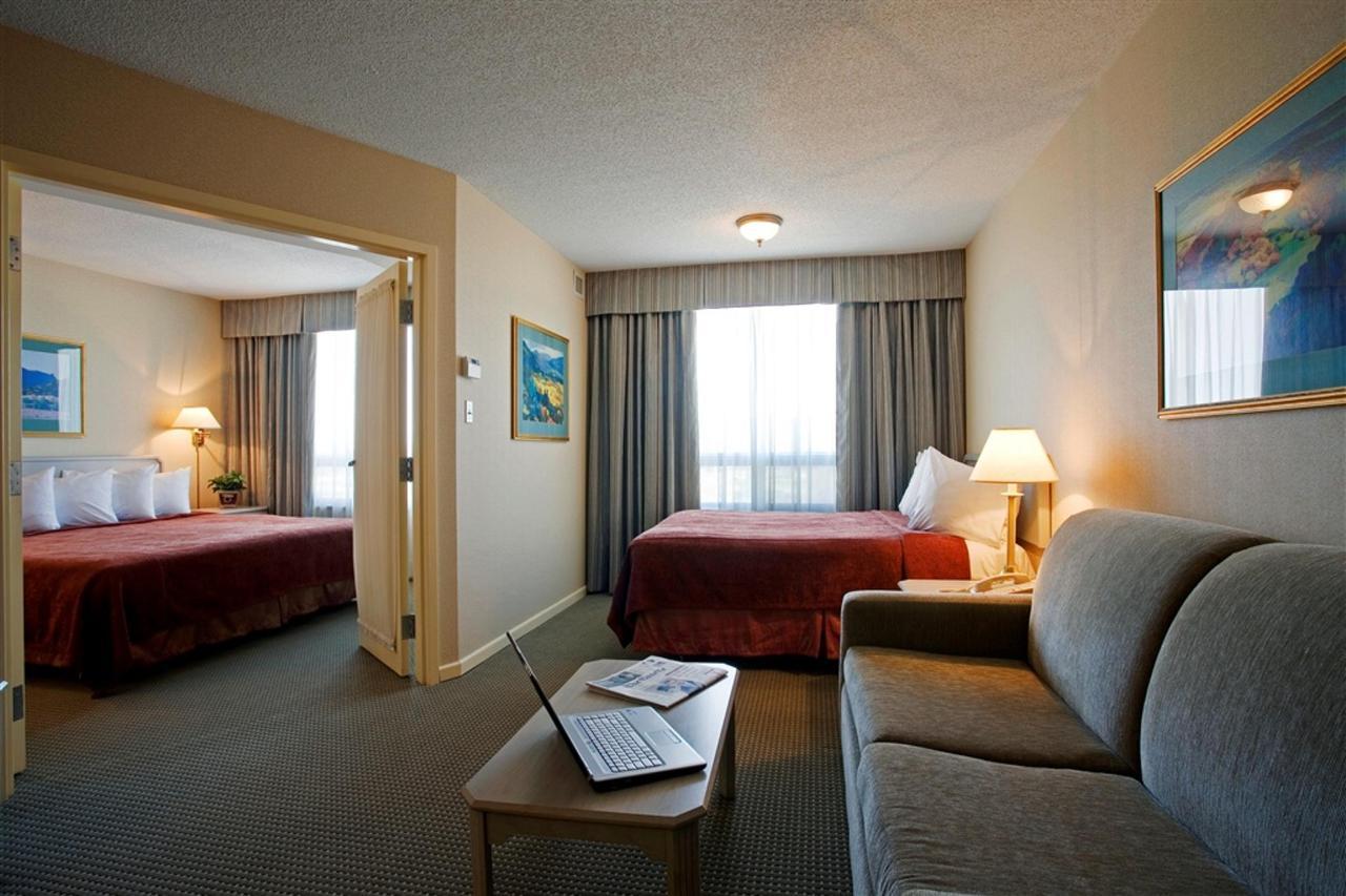 11604844-spacious-suites1.jpg.1024x0.jpg