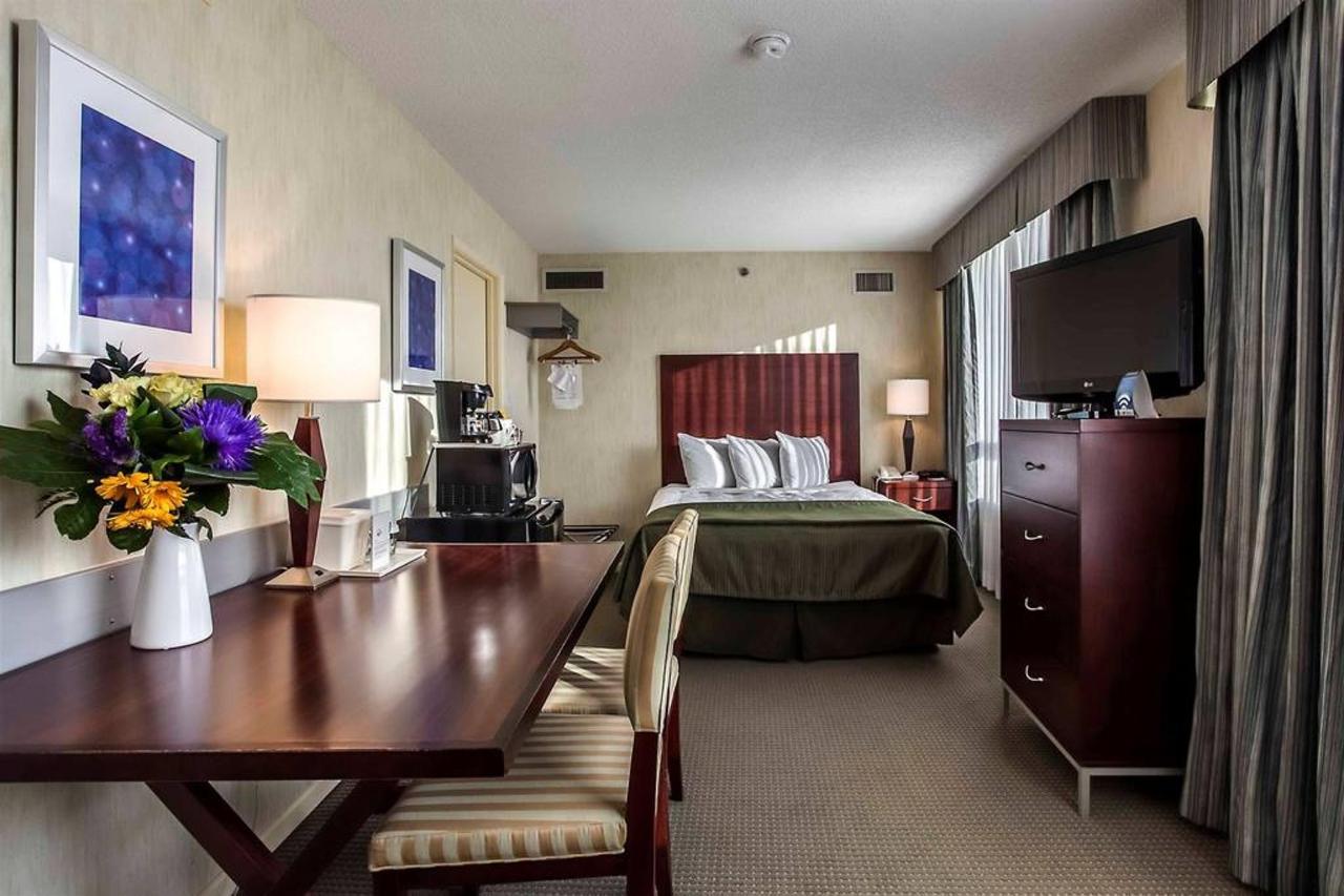 queen-bedroom-1-1.jpg.1024x0.jpg