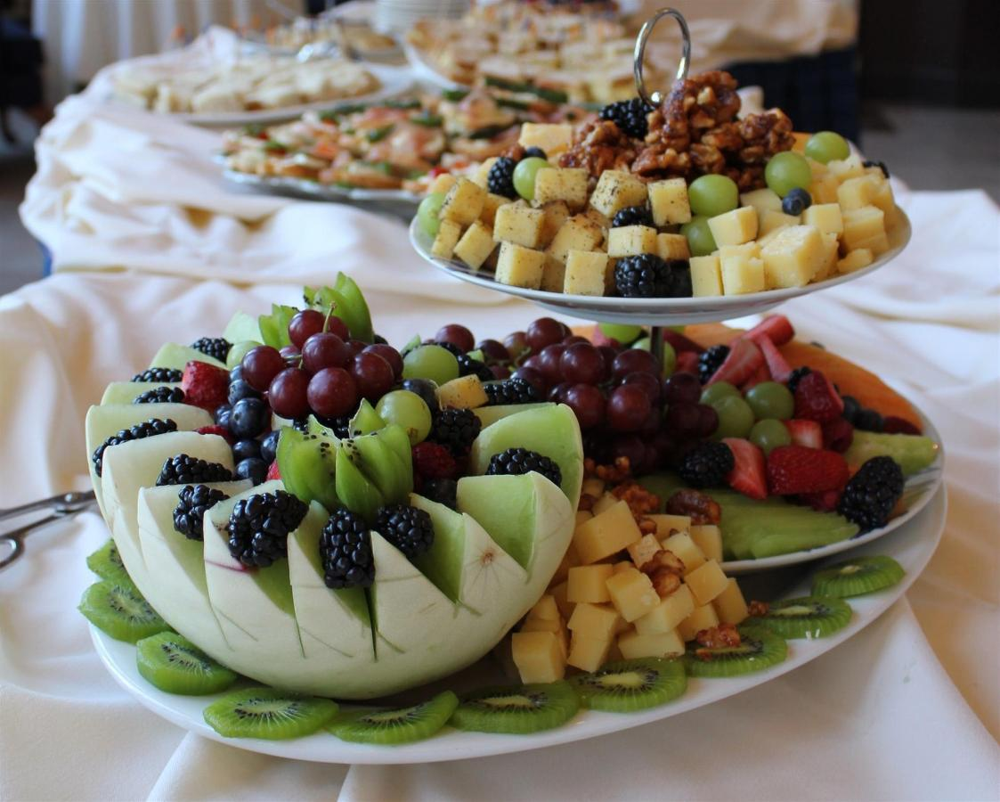 catering-fruit-plate.jpg