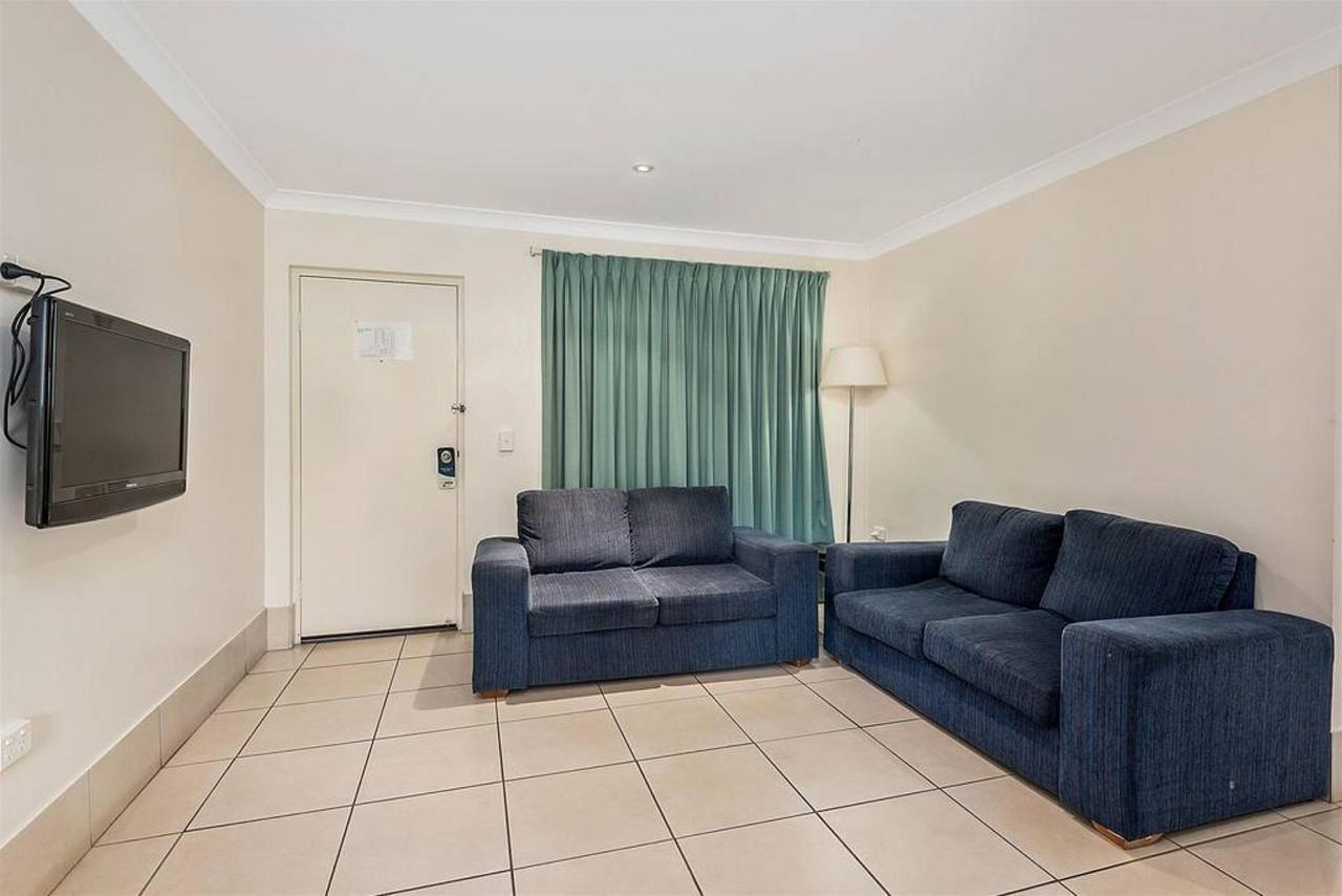 family-suite-_-2-bedroom-_-lounge.jpg.1024x0.jpg