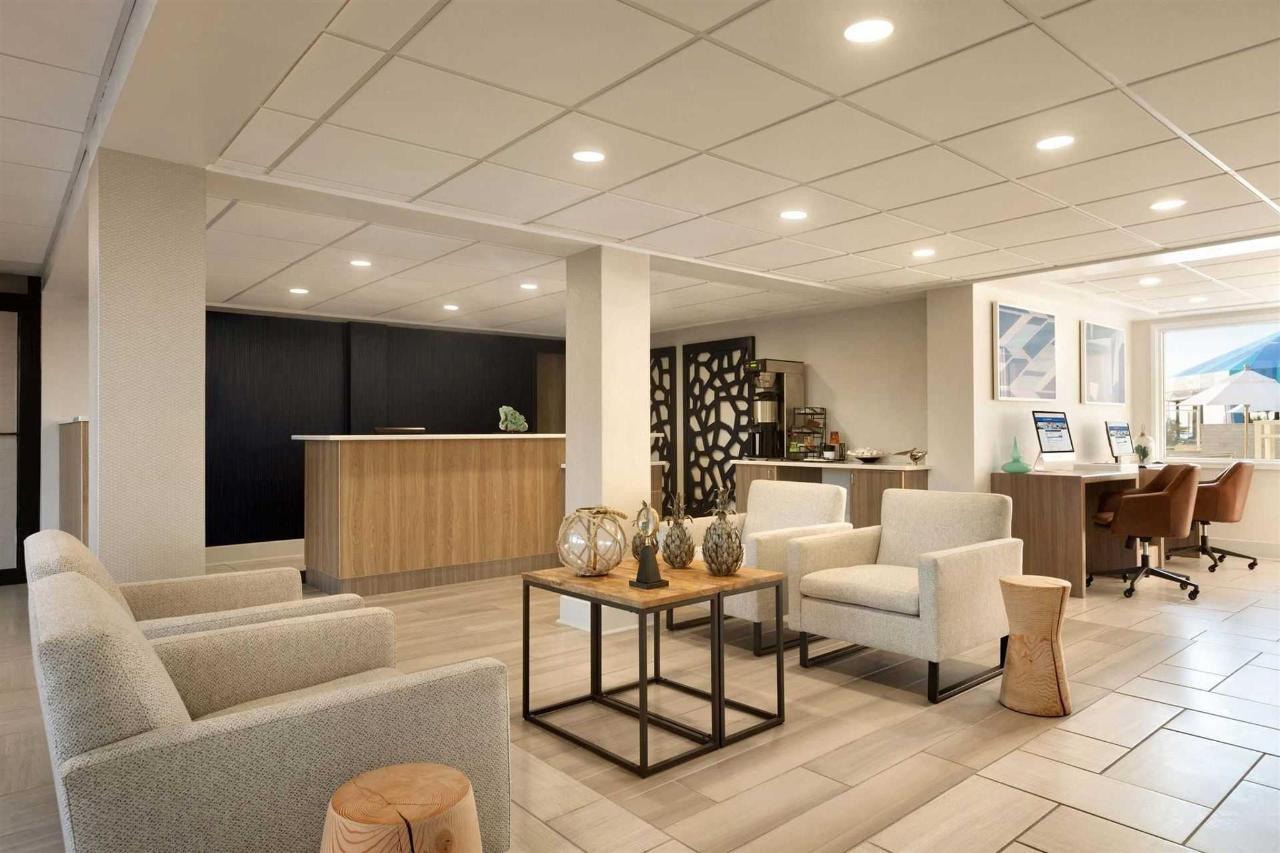 surfbreak-oceanfront-hotel-front-desk-lobby-1148141.jpg.1920x0 (1).jpg