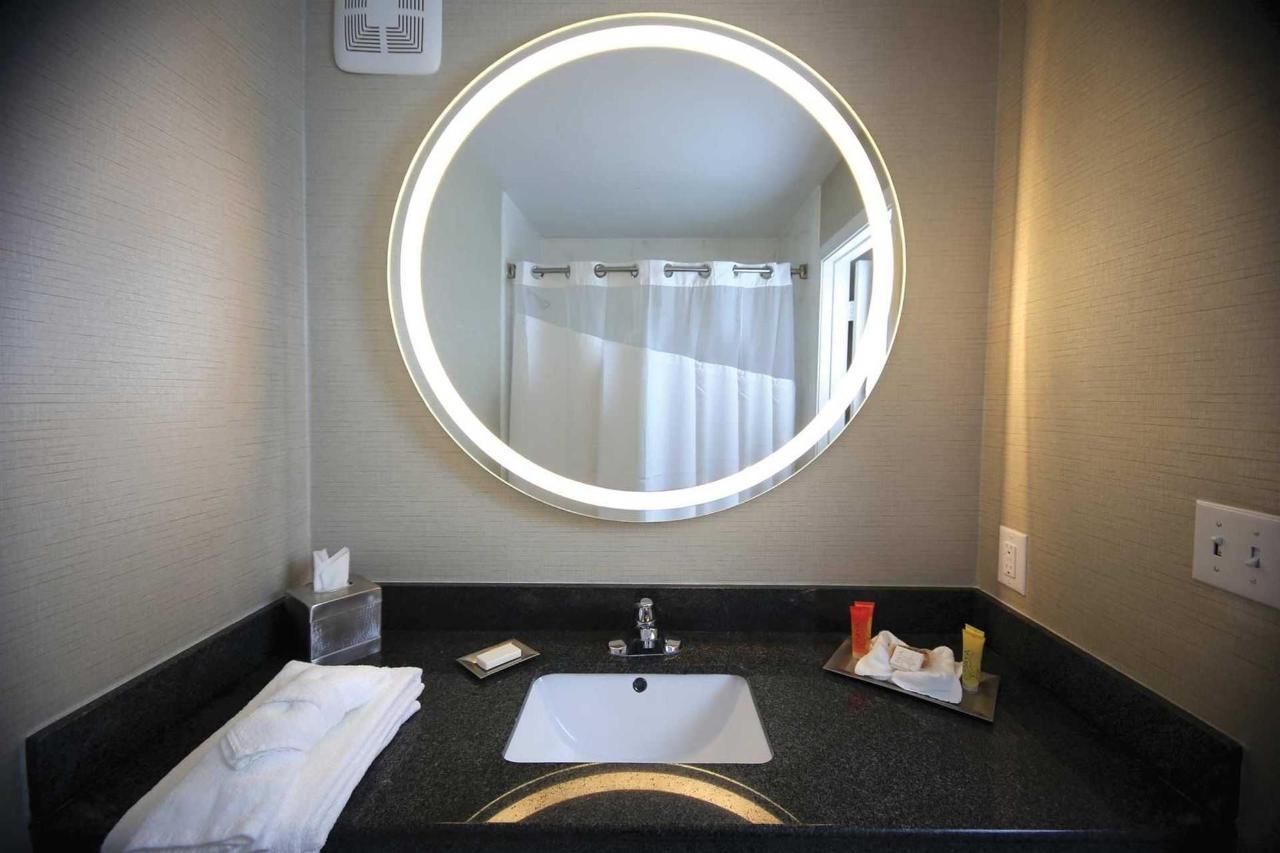 sb-bathroom2cropped.jpg.1920x0 (1).jpg