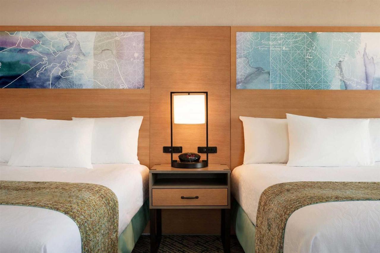 surfbreak-oceanfront-hotel-oceanfront-2-queen-suite-1148066.jpg.1920x0 (1).jpg