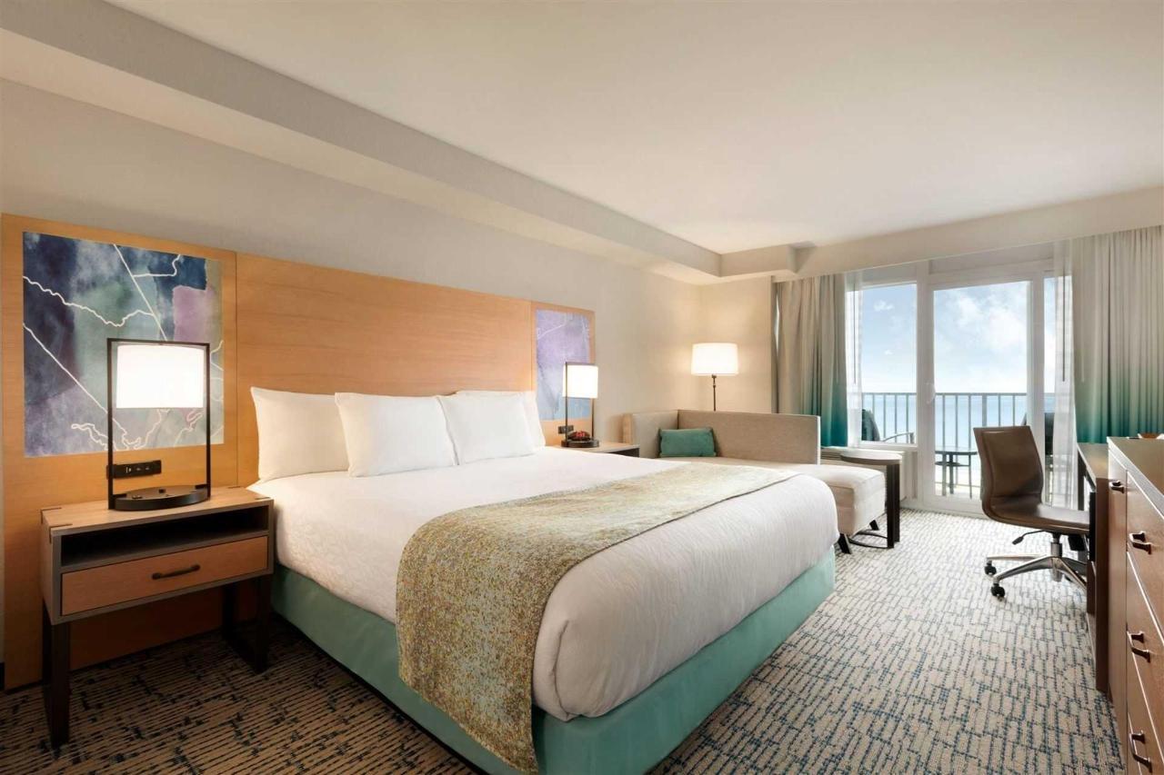 surfbreak-oceanfront-hotel-oceanfront-king-bed-guest-room-1148054-1.jpg.1920x0 (3).jpg