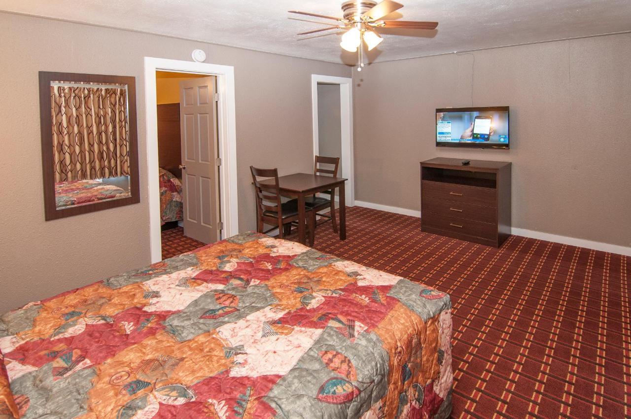 Queen Suite  With Two Queen Beds DSC9314.jpg