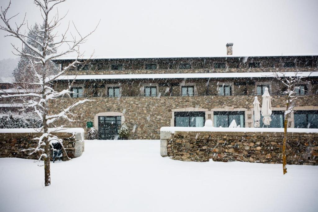 boutique hotels in llivia  60
