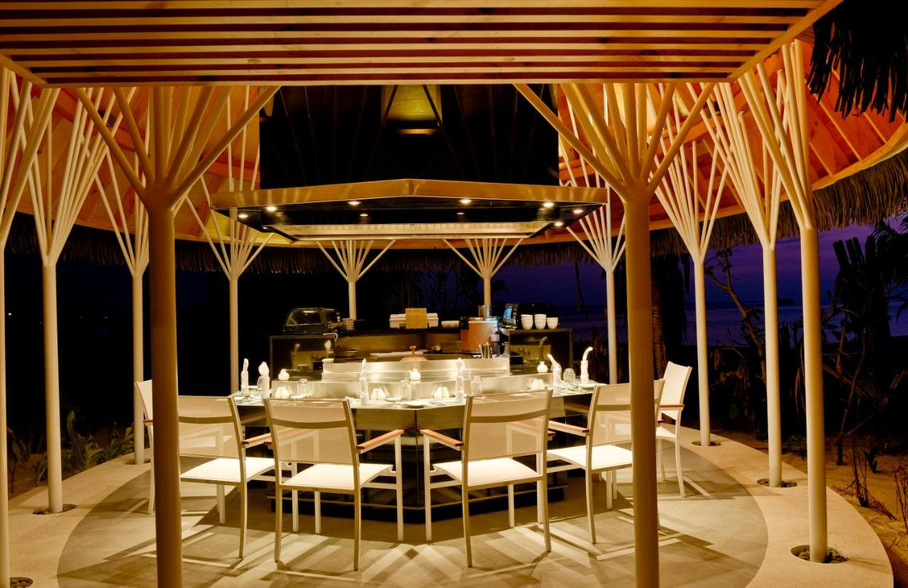 Курортный отель Kandolhu Island находится в городе Мале на Мальдивах. К услугам гостей 4 ресторана, бесплатный WiFi и номера с кондиционером. Из всех номеров открывается прекрасный вид на океан.