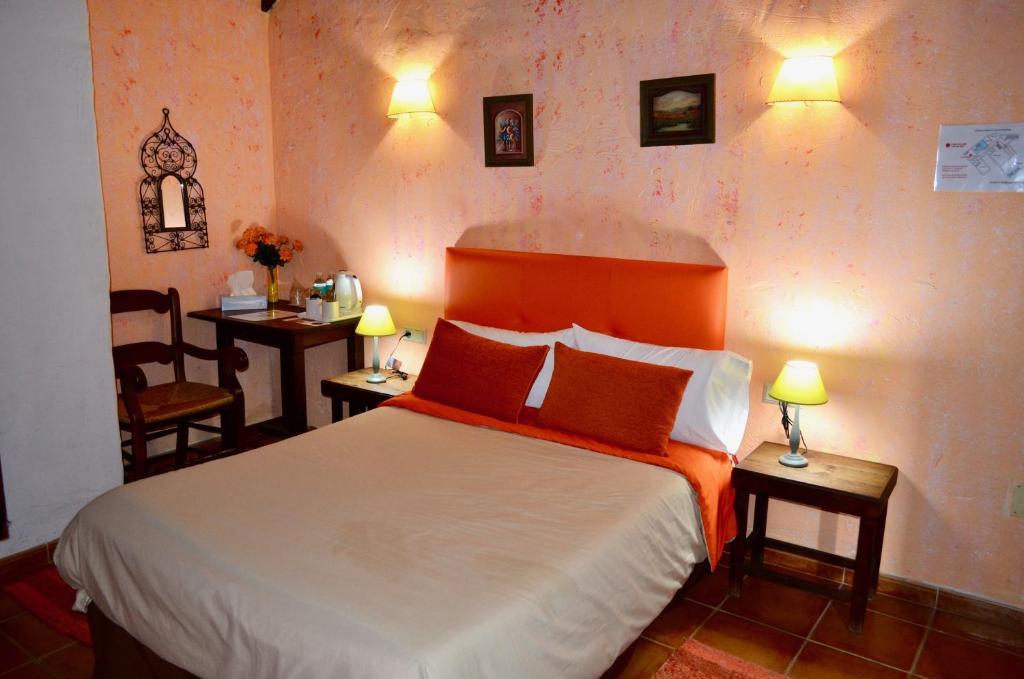 Camera Matrimoniale Doppia Con Letti Singoli.Hotel Bandolero Sito Ufficiale Hotel A Juzcar