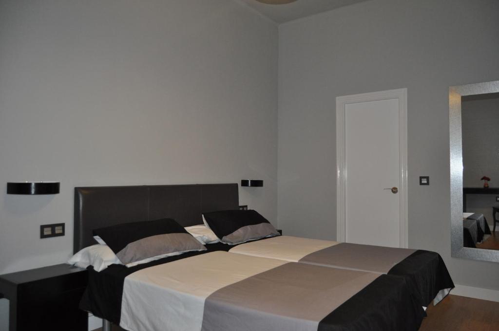 Camera Matrimoniale Doppia Con Letti Singoli.Hotel Ocurris Sito Ufficiale Hotel A Ubrique