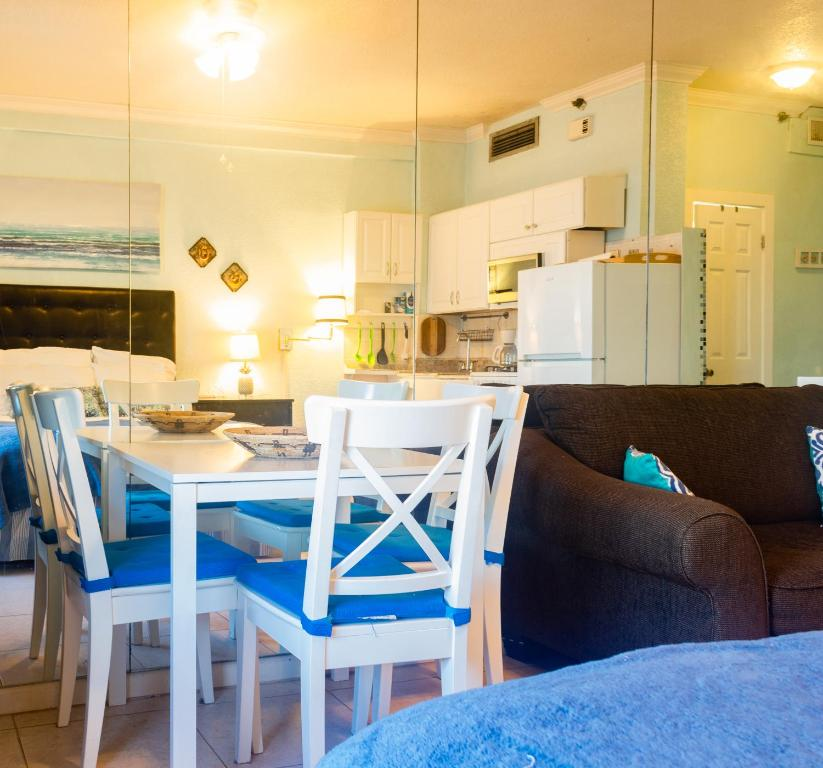10StepsToTheBeach Hollywood Rentals By Owner Official Site