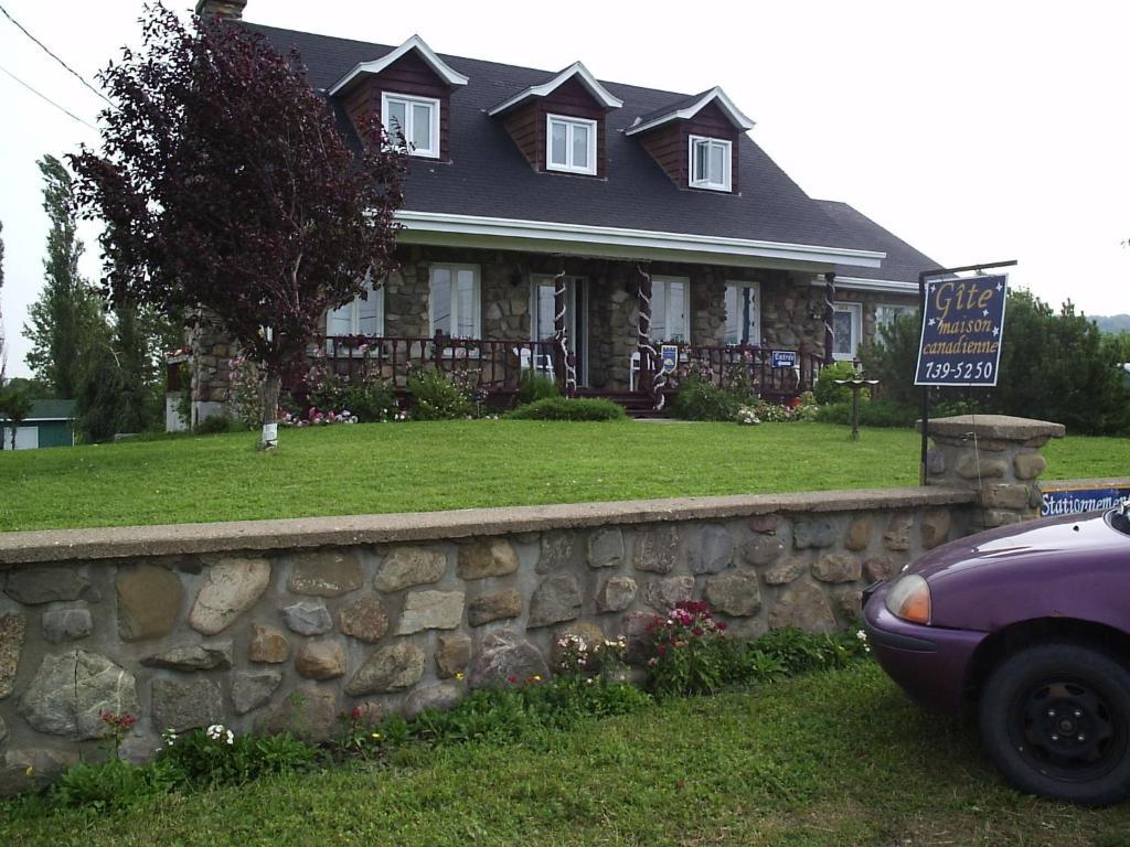 Gite de la Maison Canadienne Official Site | Guest houses in ...