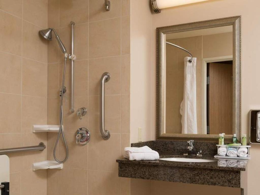 ADA Accessible, Double Queen Beds|Holiday Inn Express and Suites ...