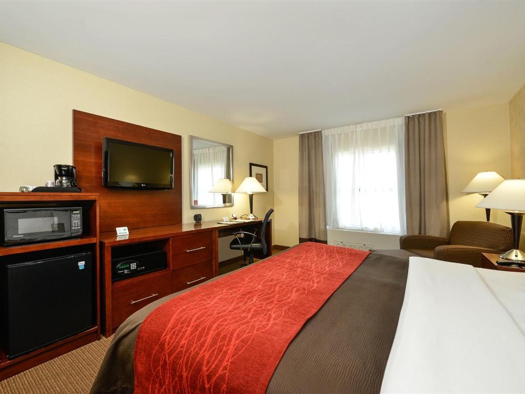 Chambre Lit King-Size Traditionnelle - Comfort Inn & Suites ...