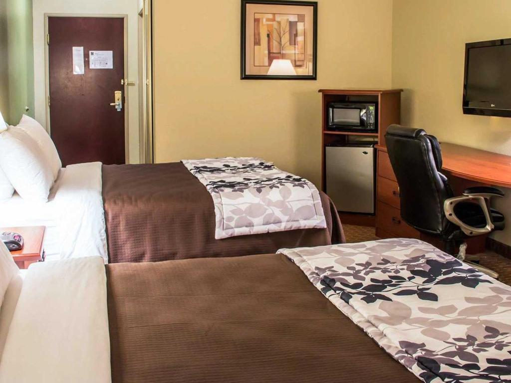 3 Queen Beds - Sleep Inn & Suites at Six Flags - San Antonio ...