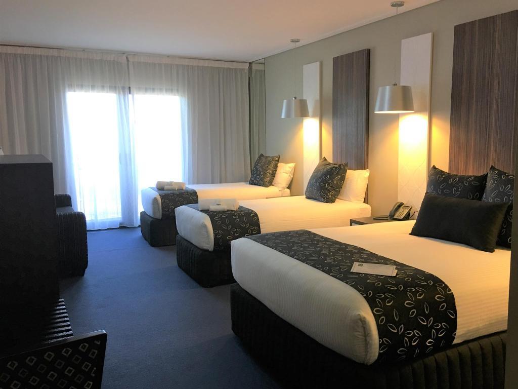Rooms: Deluxe Queen & Single Rooms