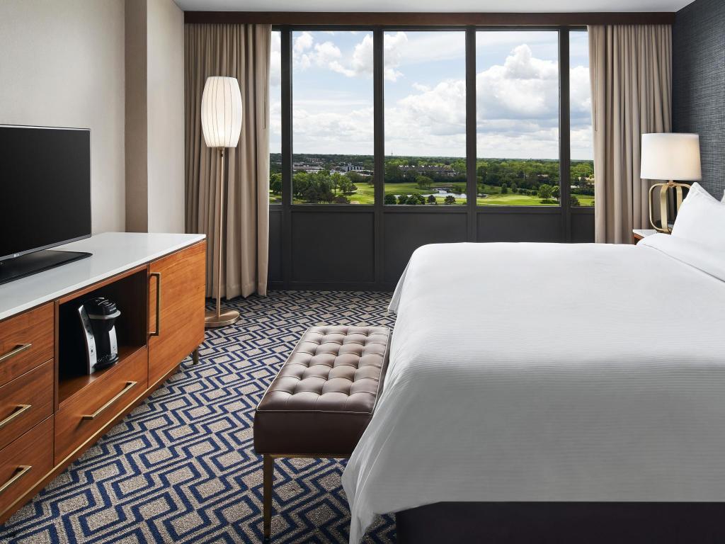 Admirable Hilton Chicago Oak Brook Hills Resort Conference Center Machost Co Dining Chair Design Ideas Machostcouk
