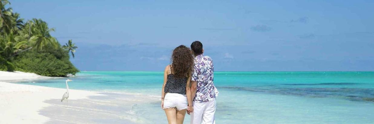 a walk on the beach of maldives, ukulhas.jpg