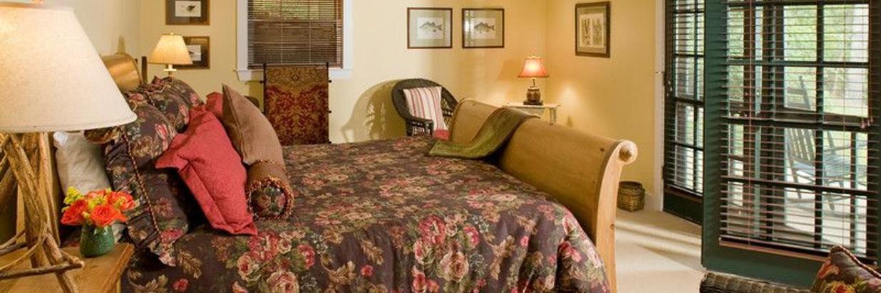 lakehouse-third-bedroom.jpg