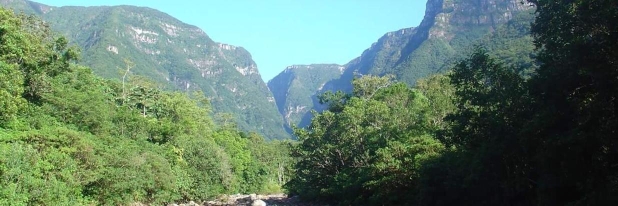 Trilha no Interior do Canyon Malacara
