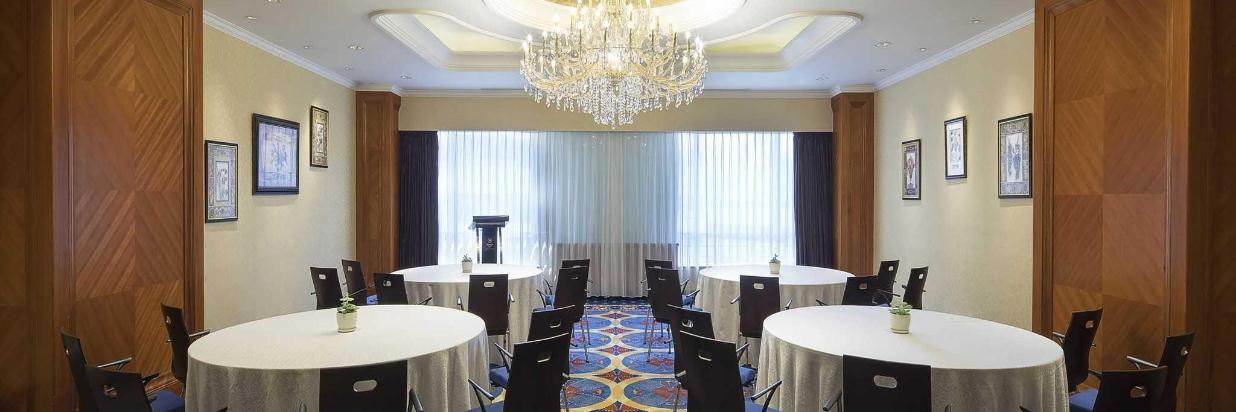 meeting-room-rounds-setup_at_hongqiao-jin-jiang-hotel_shanghai-5.jpg