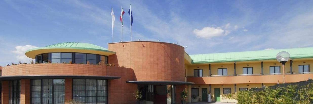 Luna Hotel Motel Airport.jpg
