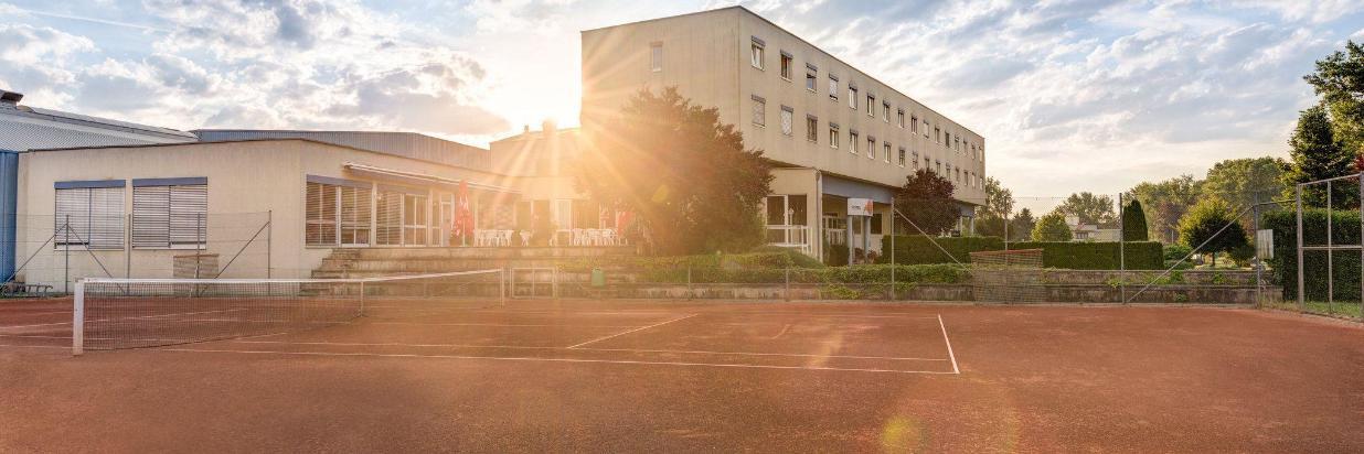 aussen-tennis-sonnenaufgang.jpg