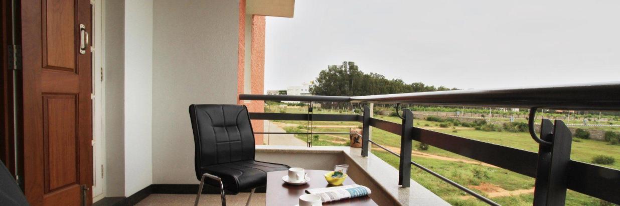 05-balcony-1.JPG