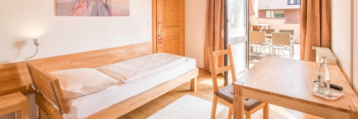 hotel-bettstadl-einzelzimmer-03798-hdr.jpg