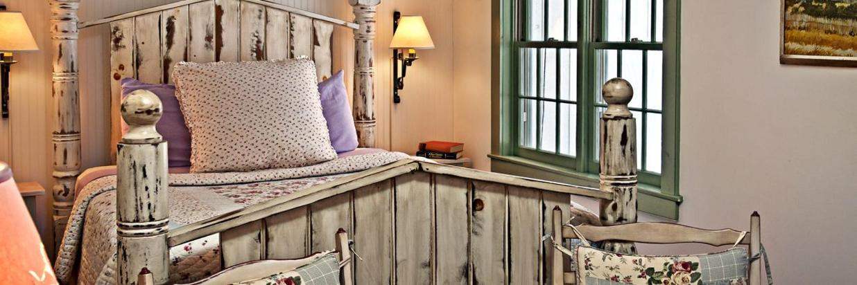 Last Minute Deal for The Cottage Room!