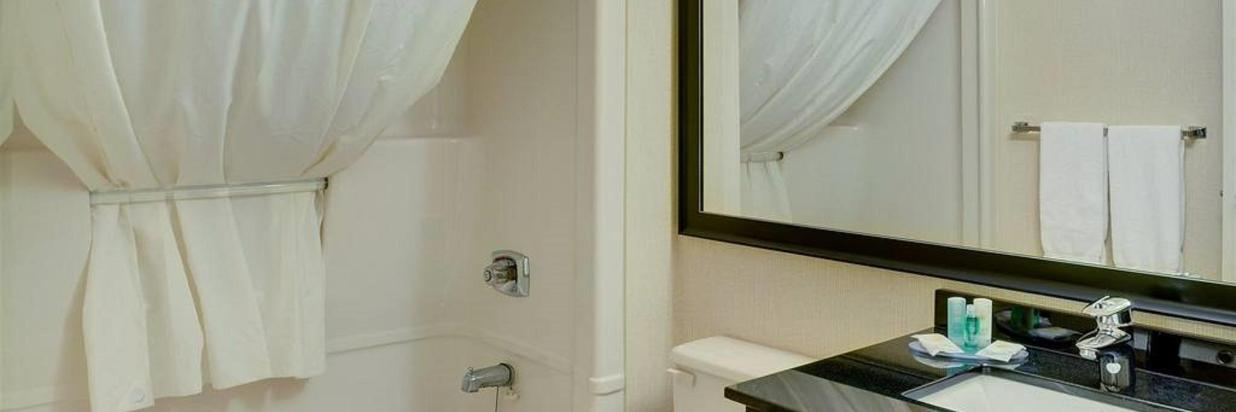 guest-bathroom-with-curved-shower-rod.jpg.1024x0.jpg