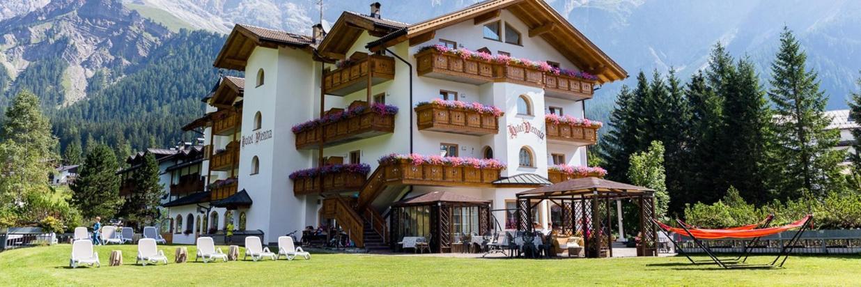 HOTEL VIENNA SAN MARTINO DI CASTROZZA .jpg