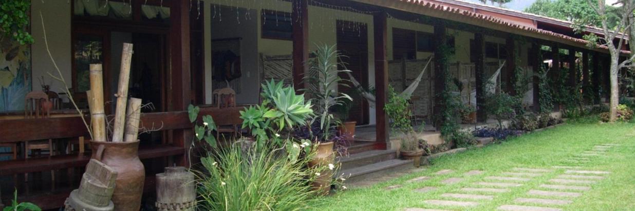Jardim lateral quartos frente.jpg