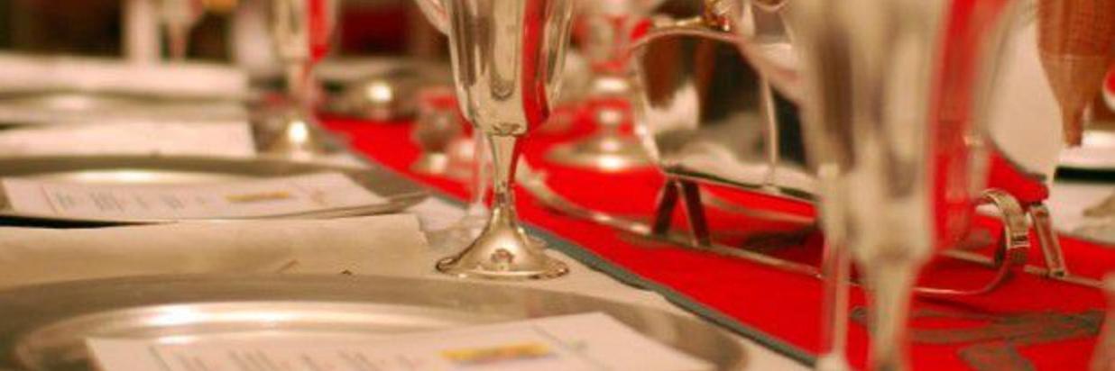 http_%2F%2Fmedia.pinkblog.it%2F0%2F09a%2Fcome-apparecchiare-tavola-capodanno-620x350.jpg