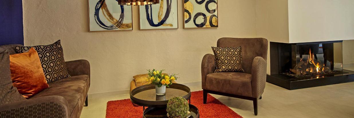 Sofa und 2 Sessel, stimmungsvoll.jpg