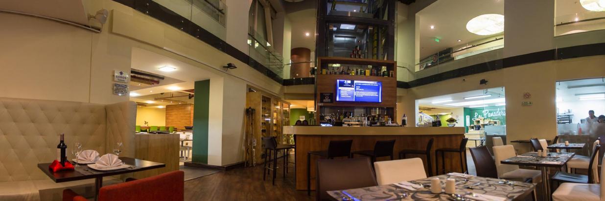 Bar Hotel Continental Bogotá 4 alta.jpg