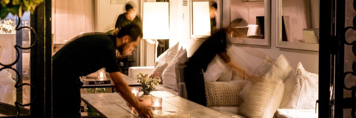 Un Entorno Mágico Para Una Pequeña Cena Encantadora, House Restaurante, En el Hotel Boutique Las Casas B+B En Cuernavaca Centro. Comida Mexicana y Mediterranea con un twist Californiano