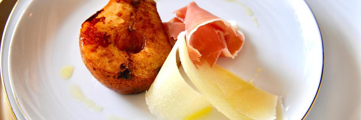Una cena especial para celebrar a esa persona especial! Disfruta una increíble cena romántica en el Spot Mas Romántico De Cuernavaca. HOUSE Restaurante, En el interior de Las Casas B+B Boutique Hotel, Spa & Restaurante.
