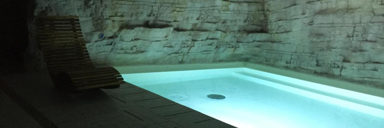 Virginia_Palace_Hotel_Spa_Centro_Benessere_Pacchetto_atmosfera_romantica_coppie_fidanzati_piscina_calda_web_2.JPG
