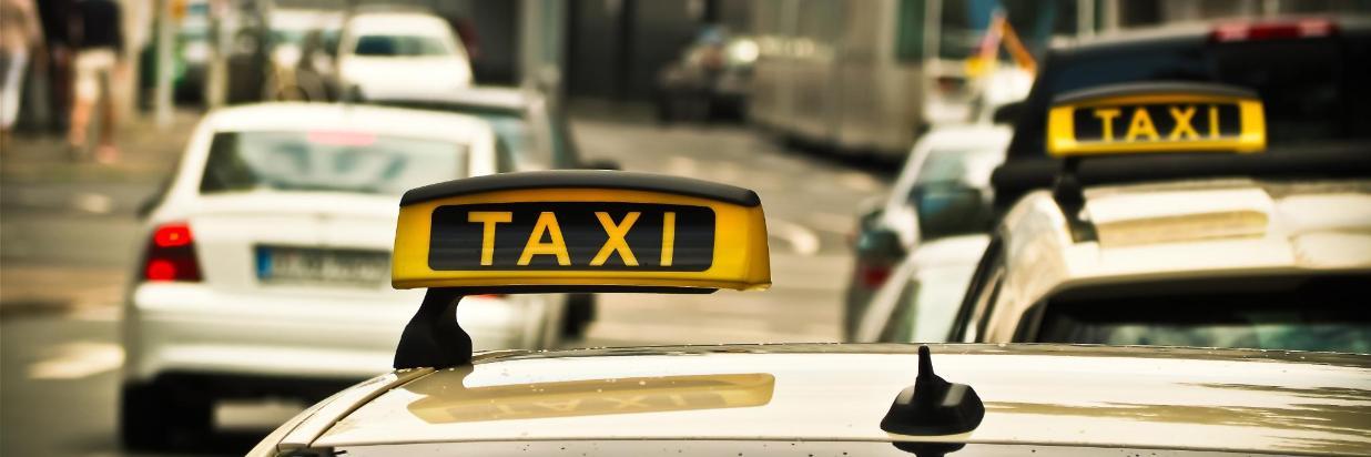 taxi-1515420.jpg