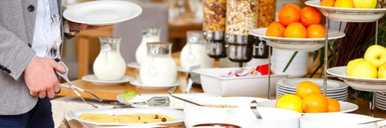 Buffet dejeuner- Istock 613 X 412 pix.jpg