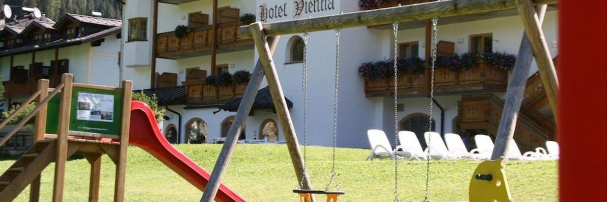HOTEL VIENNA VACANZA FAMIGLIA MONTAGNA.jpg