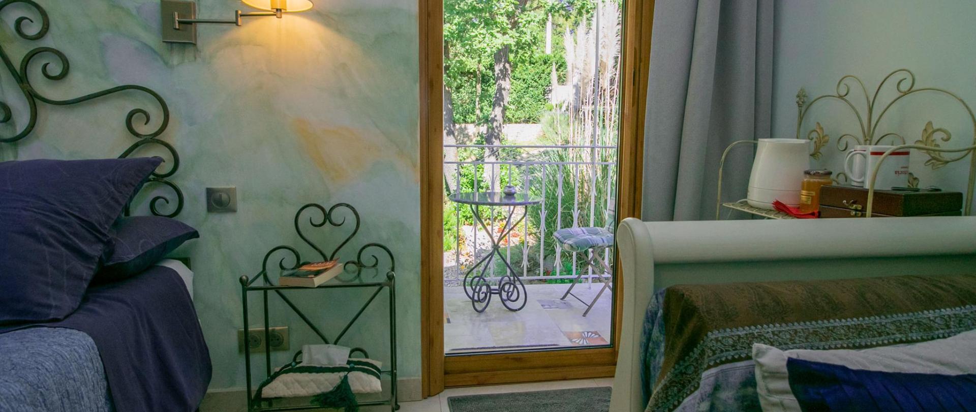 chambre Cezanne vue terrasse dernière photo.jpg