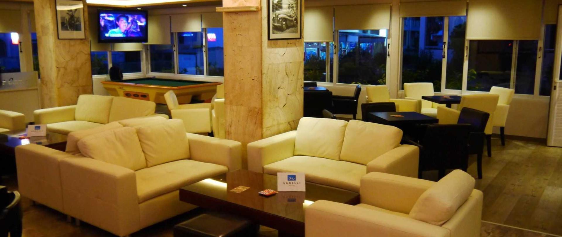 lounge-bar-1.jpg