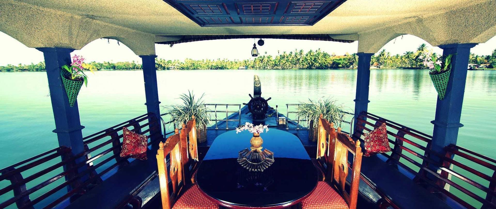houseboat11111.jpg